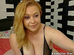 Overweight cute beauty orgasming on livecam