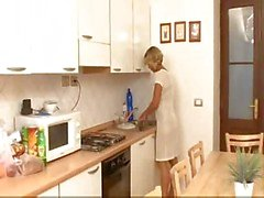 Mom Kitchen Knulla